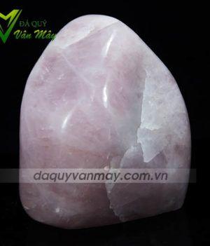 Khối đá thạch anh hồng