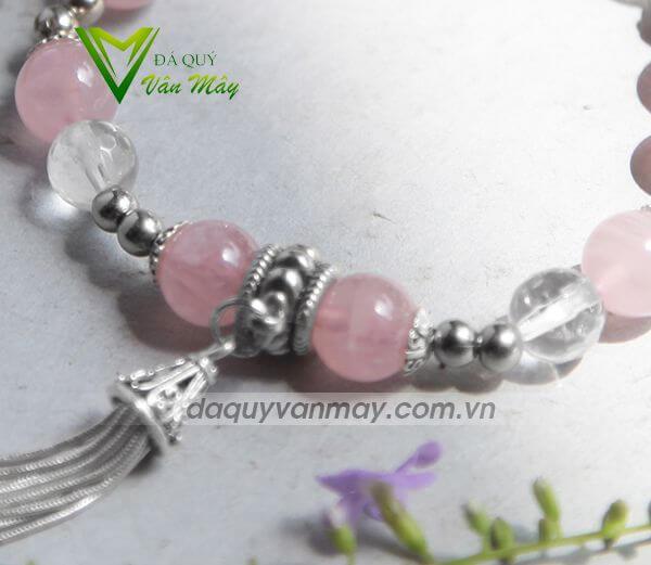 Vòng thạch anh hồng charm bạc