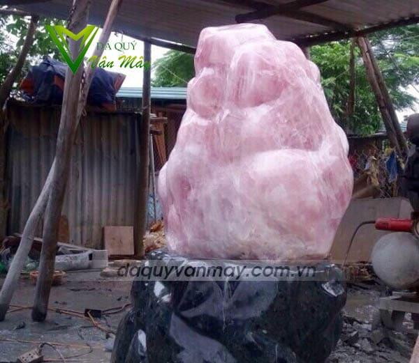 Khối đá thạch anh hồng cảnh